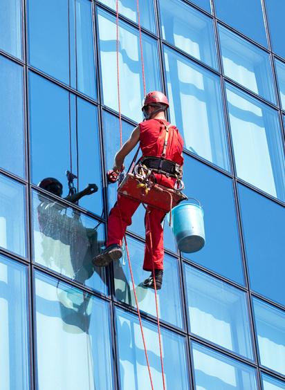 Limpieza de cristales en altura trabajos verticales en - Productos para limpiar cristales ...